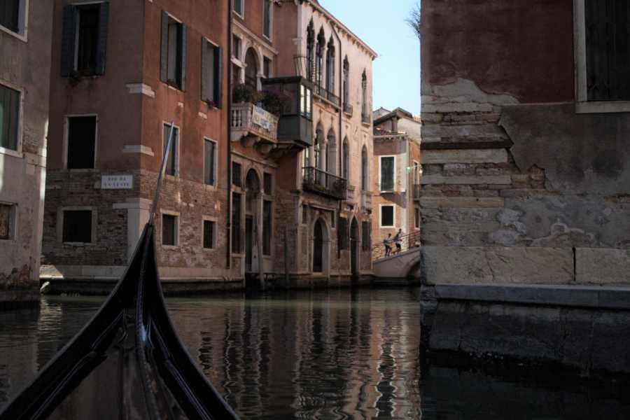 Venice Tours srl DIE KANÄLE VON VENEDIG IN EINER GONDEL ERLEBEN