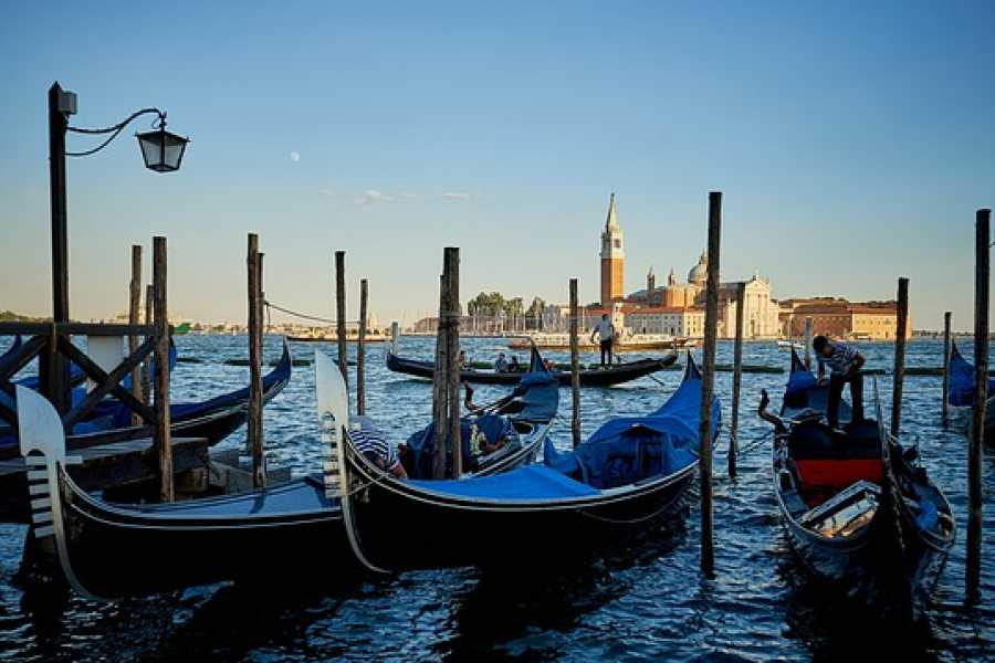Venice Tours srl CHARMING GONDOLA RIDE IN VENICE.