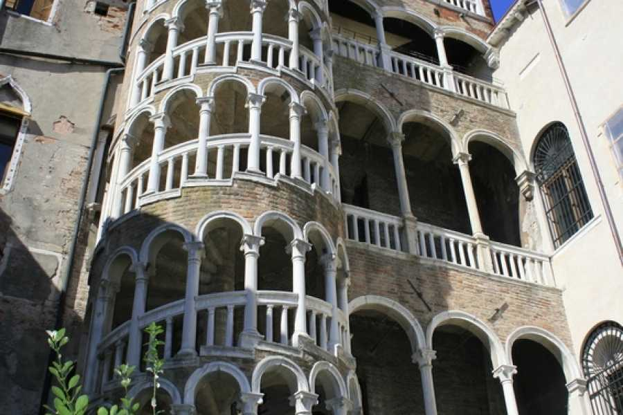 Venice Tours srl Venezia segreta: walking tour e giro in gondola