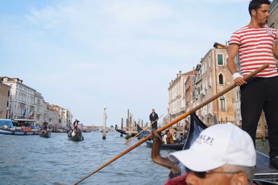 Venice Tours srl Venetian serenade on gondola and romantic dinner