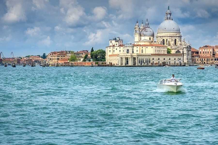 Venice Tours srl M- COMBO TOUR: Easy Water-taxi & Charming Gondola