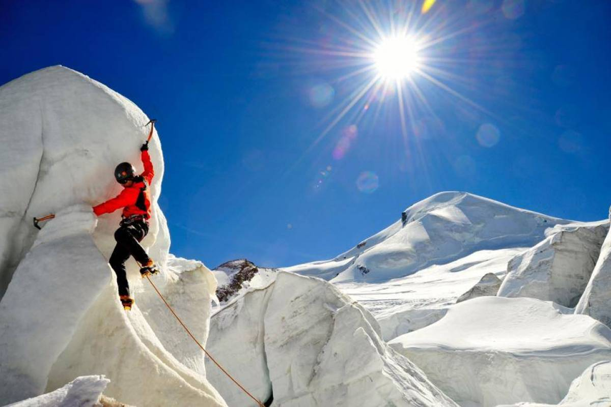 Saas-Fee Guides Mountaineering Academy - Package Hotel La Gorge