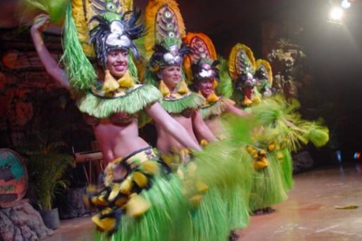 Dream Vacation Builders Drums of the Pacific Luau Maui, Hawaii