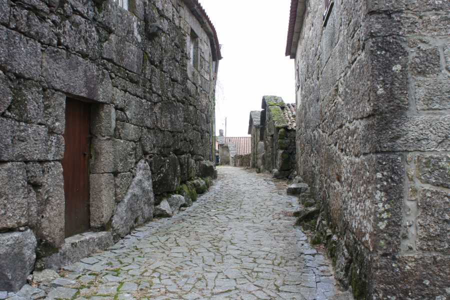 Gerês Holidays Tour: Castles and Granaries 1 Day