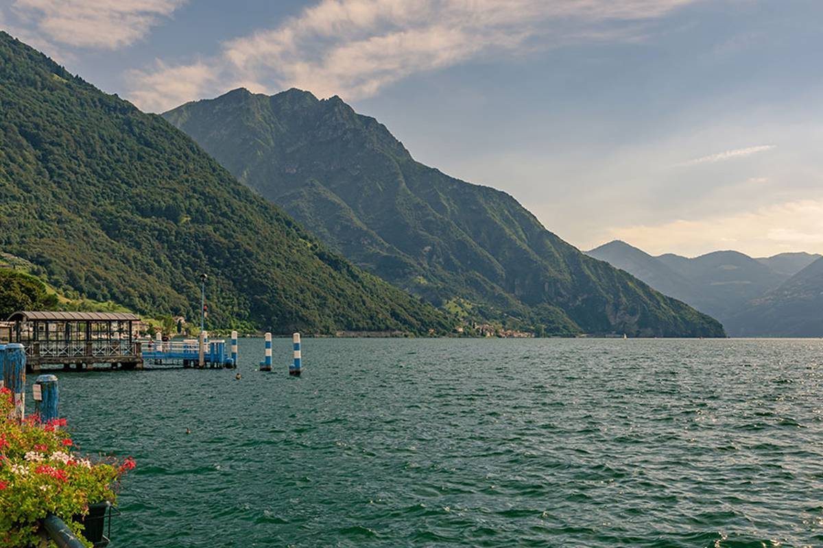 Lookals Franciacorta wine tour and Lake Iseo with Private Cruise. Day-trip from Milan