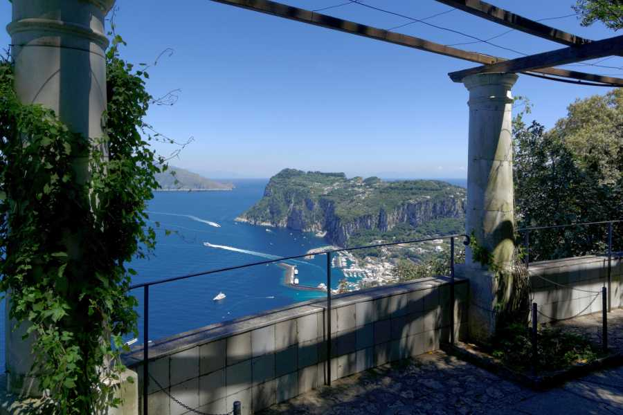 HP Travel Esplora Capri e Anacapri da Napoli - Tour guidato ed escursione via mare