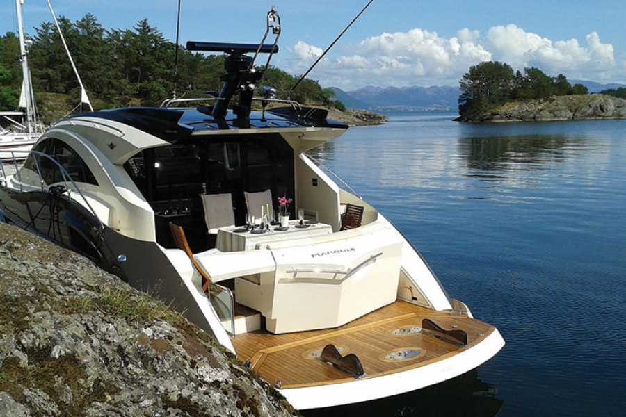 PulpitRockExperience Private cruise with yacht to Lysefjorden & Preikestolen