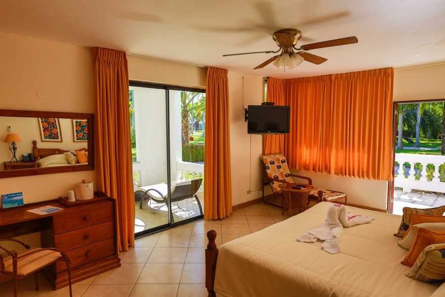 Marina Blue Haiti Hibiscus King Superior Room