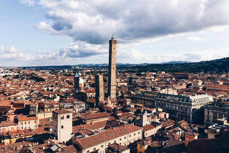Bologna Welcome Le due Torri – Book your visit to the Torre degli Asinelli