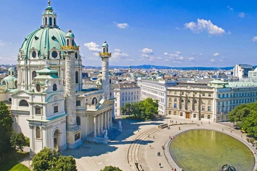 Bus2Alps AG Florence 2 Budapest & Vienna Long Weekend