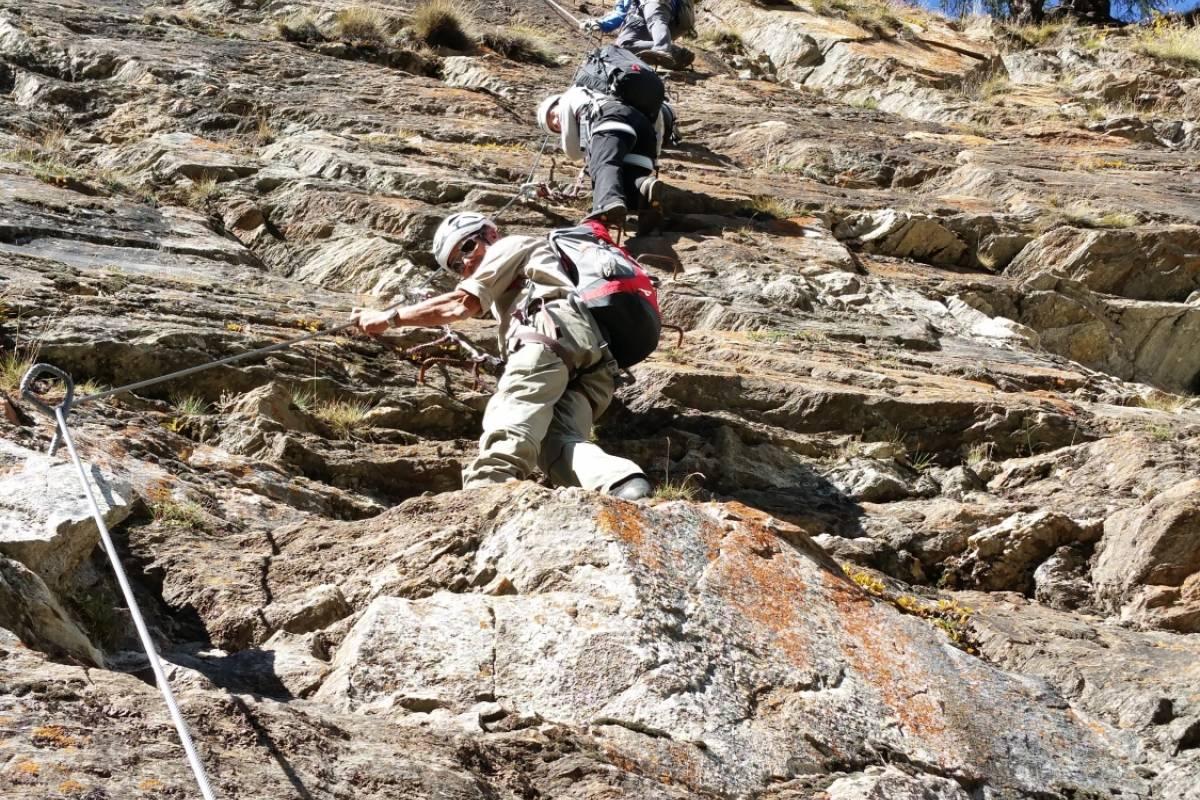 Saas-Fee Guides Gorge Alpine: Familien-Spezialangebot Märchenwoche Saastal