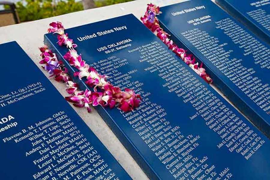 Dream Vacation Builders Maui to Oahu: One Day Pearl Harbor Tour