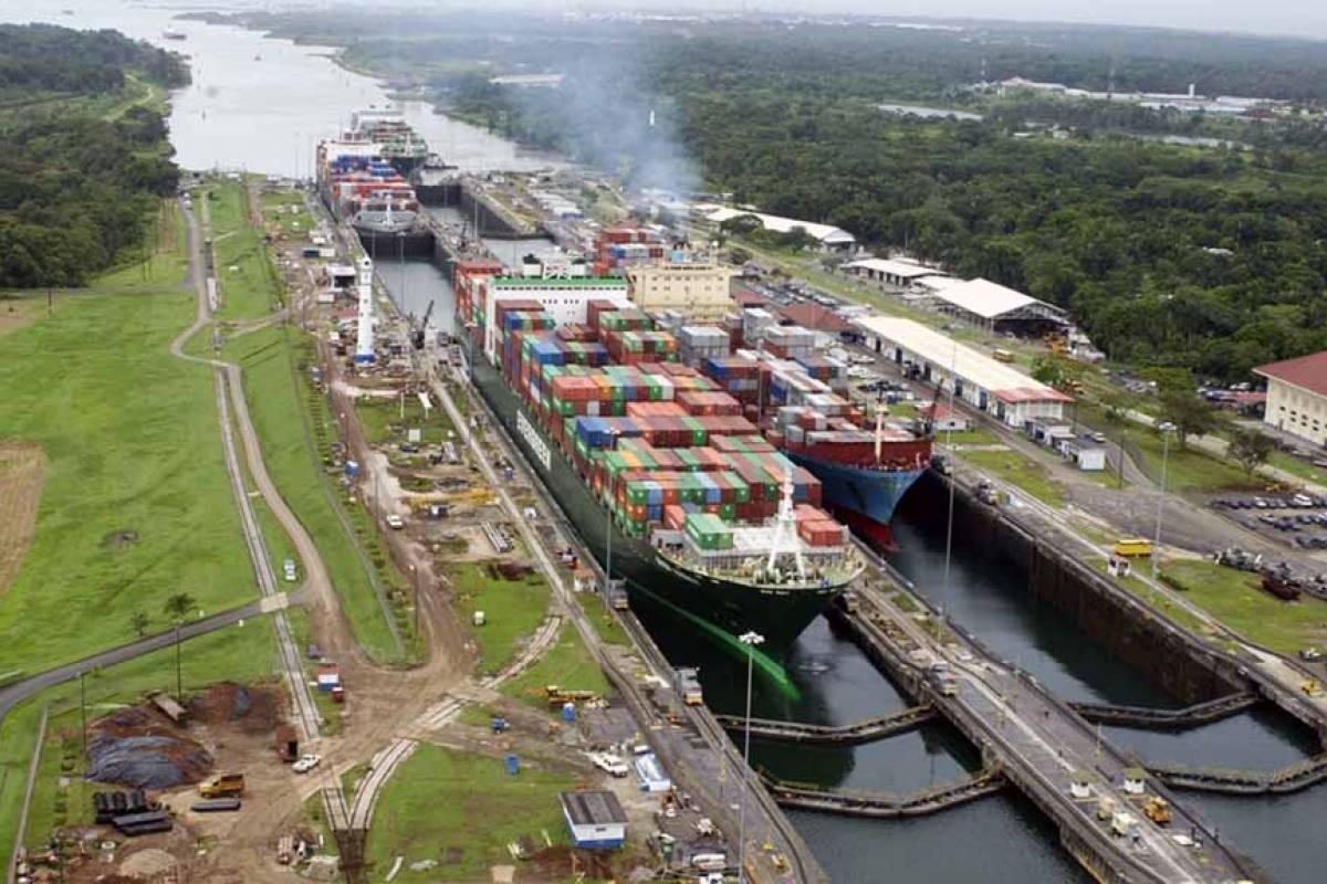 Aventuras 2000 01 - Panama Canal Partial Transit