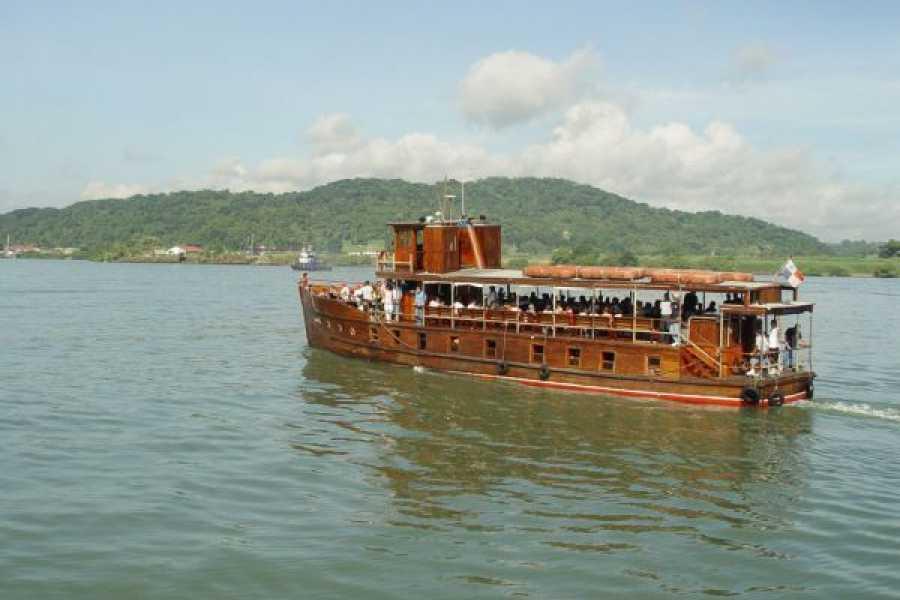 Aventuras 2000 Tránsito a través del Canal de Panamá