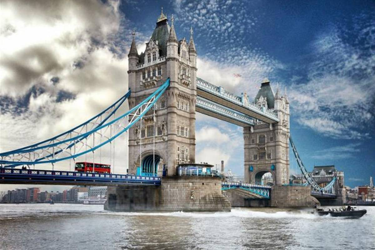 Muslim History Tours Tower Bridge