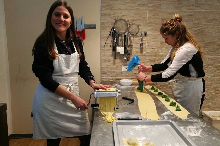 Keys of Florence Dinner Deluxe - Evening cooking class in Florence city center