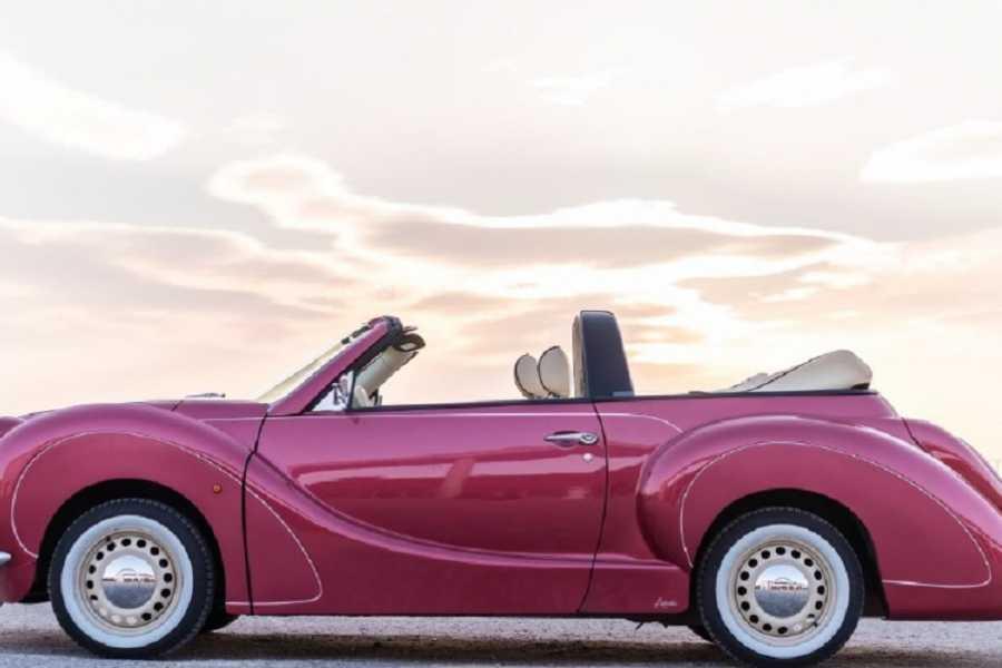 NHUE La Alpujarra de Granada en un coche Vintage