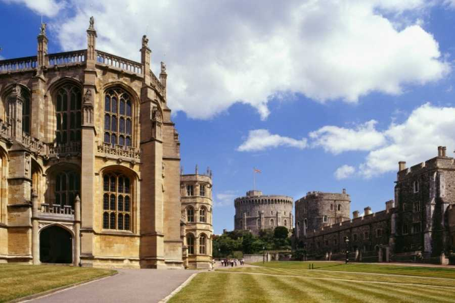 AnyActivities by H.I.S. A DAY TRIP TO WINDSOR BY RAIL - WITH BATEAUX CRUISE ON WEEKENDS