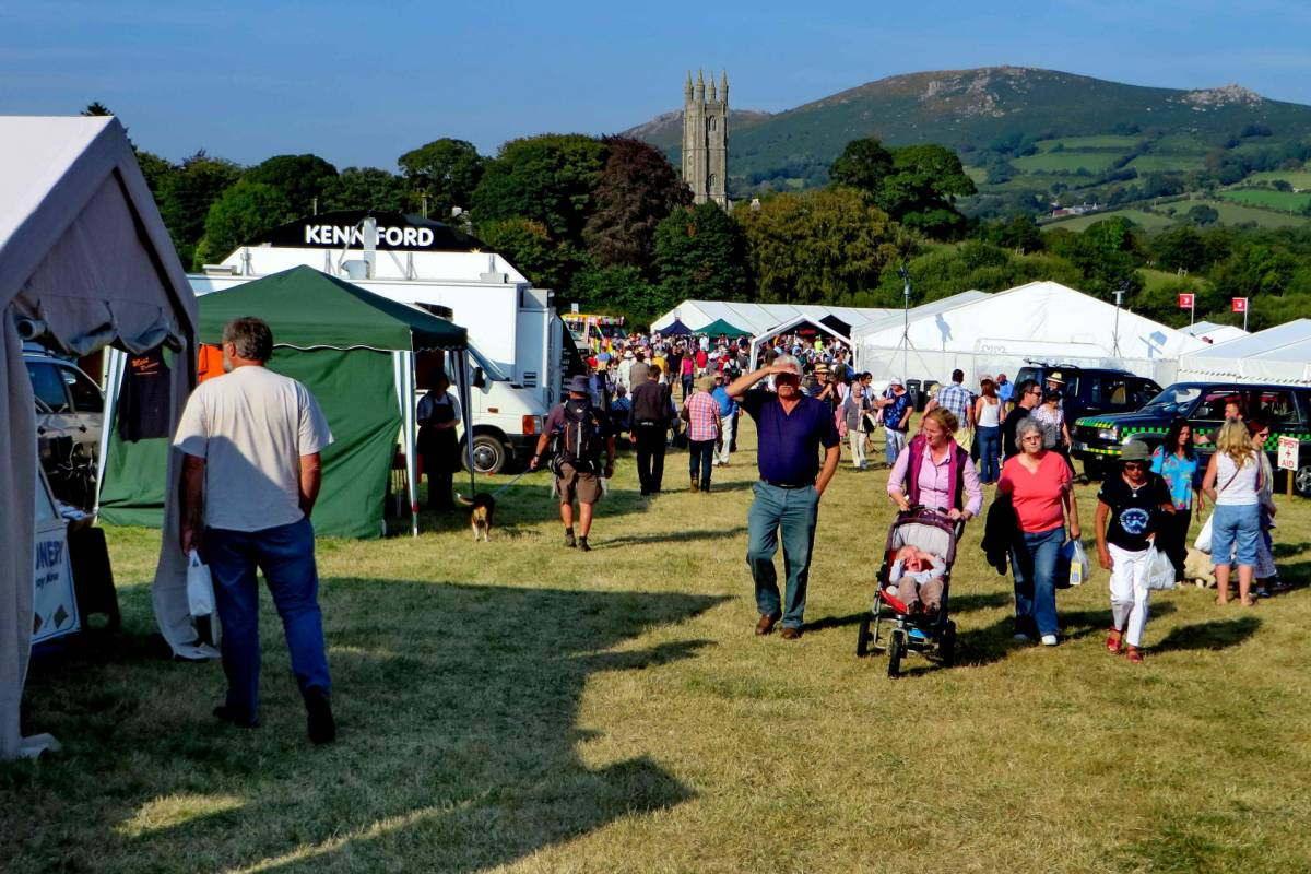 Oates Travel St Ives WIDECOMBE FAIR 2017