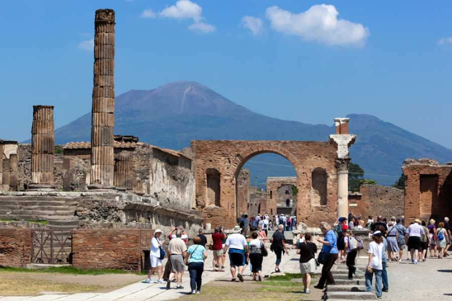 Italy on a Budget tours 2h WALKING TOUR OF POMPEII