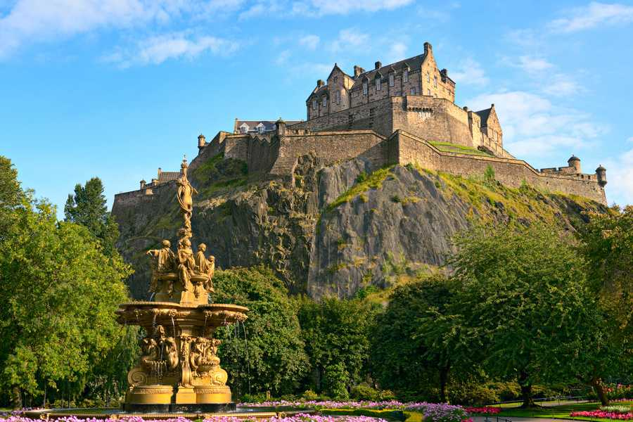 AnyActivities by H.I.S. A day trip to Edinburgh by Rail