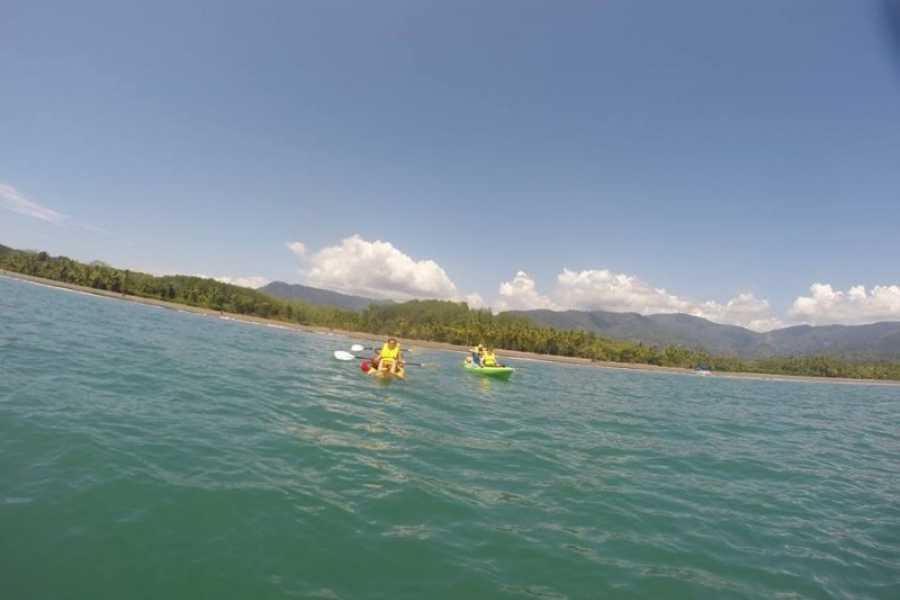 Uvita Information Center Kayak de mar