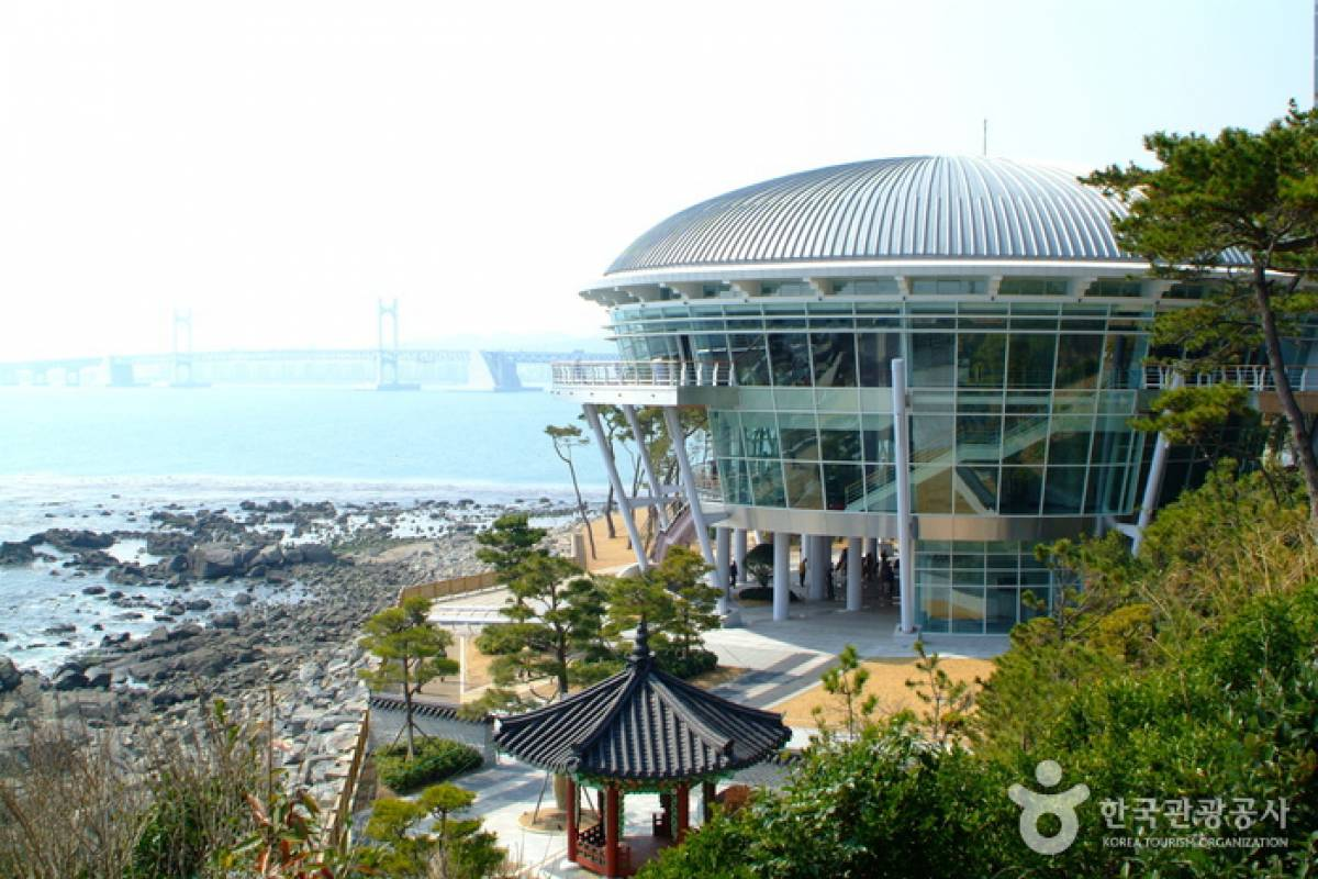 HanaTour ITC Explore Korea 11Days including Jeju Island and Taekwondo Tour