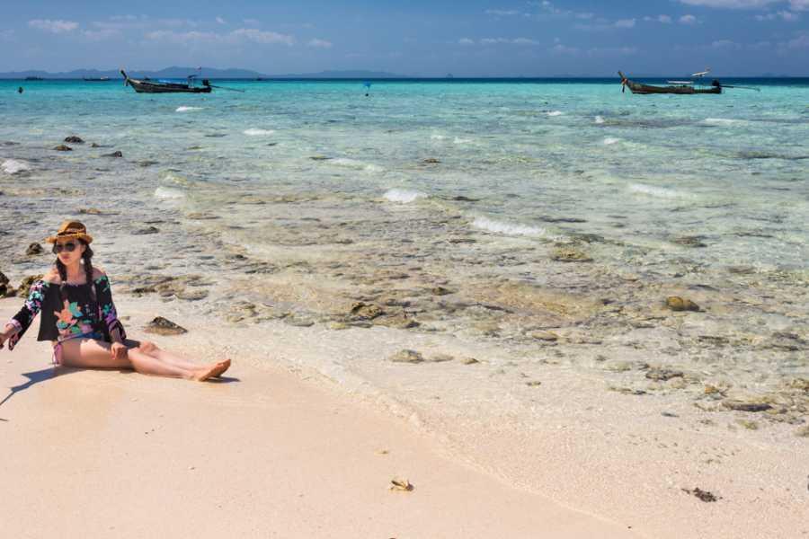 AMICI MIEI PHUKET TRAVEL AGENCY PHI PHI ISLAND OPPOSITE TURN AROUND AM020