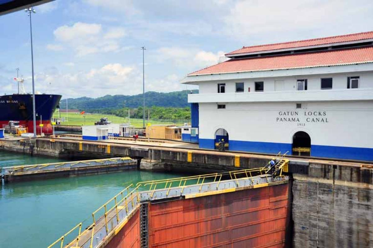Aventuras 2000 02 - Panama Canal & City Tour (Half Day)