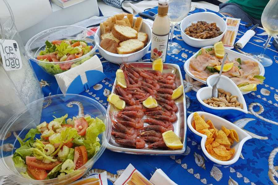 Travel Taste Sicily by Egatour Viaggi Favignana and Levanzo on boat