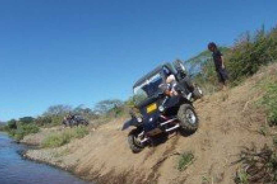 Pura Vida Casas Adventures Off-Roading Tour: Military Tomcar