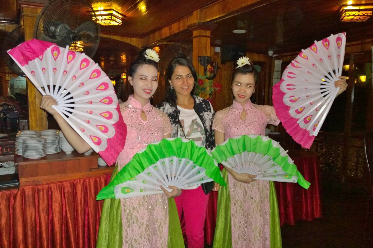 Tam Global Travel Saigon Night Life Dinner Cruise and AO Show