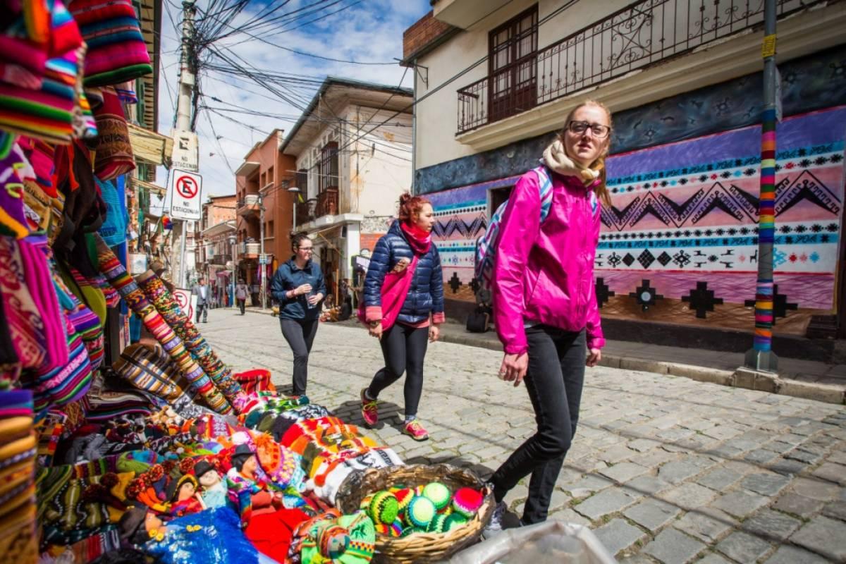 Late Bolivia LA PAZ CIUDAD MARAVILLOSA Y TIWANAKU