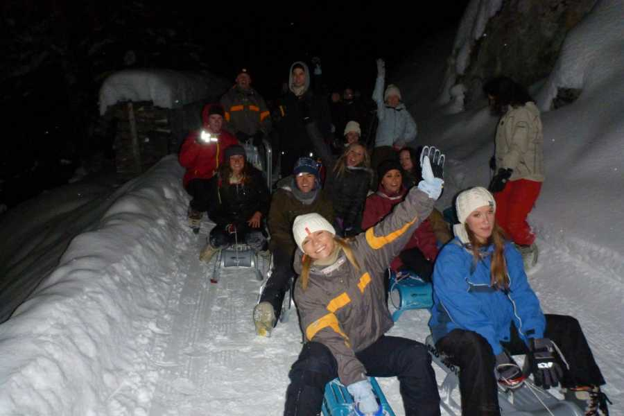 Outdoor Interlaken AG 夜间雪橇+瑞士芝士火锅(night sledding with fondue)