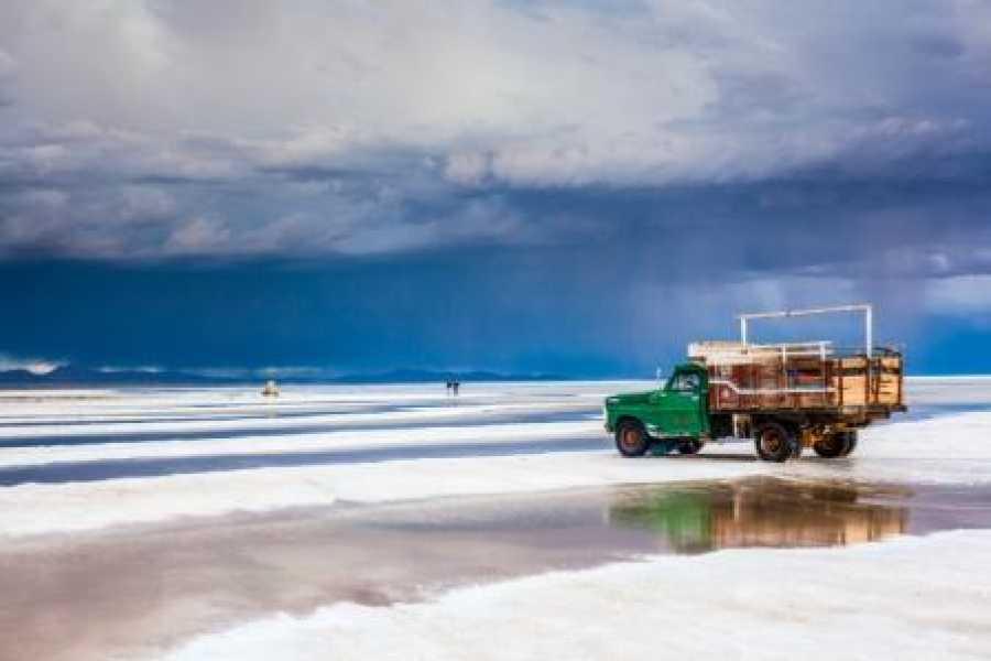 Late Bolivia BASIC TOUR: SALAR DE UYUNI, DESERTS AND COLORED LAGOONS