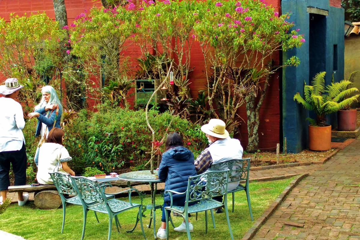 Bogota Henry Tours 18. HUMMINGBIRDS GARDEN AND GUATAVITA TOWN, 7 HOURS