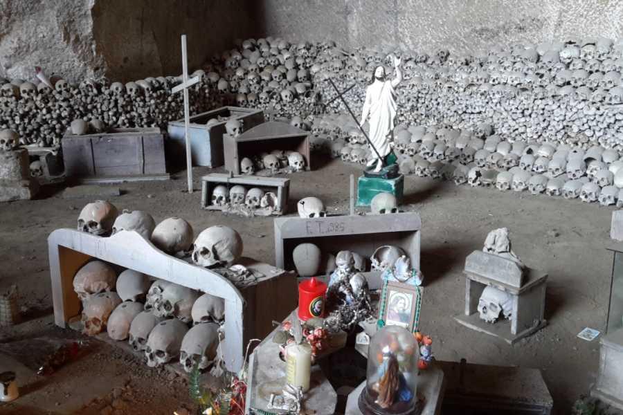 Campania Food & Travel Il Miglio Sacro il Cimitero delle Fontanelle e l'antica pizzeria