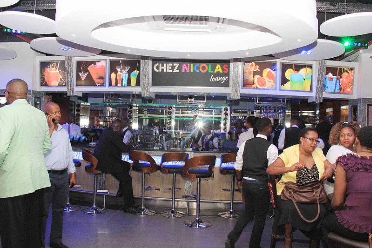 e-Tourism t/a SimplyTravel Evening Bar hopping and Music