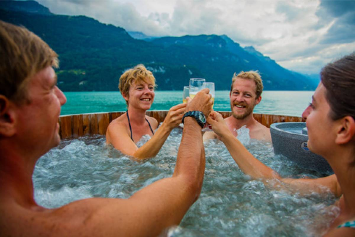 Happybananabus Winter Hot Tub & Lake Brienz Bus Tour