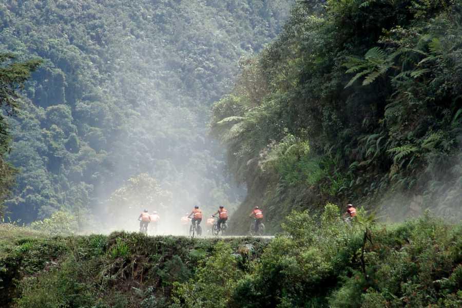 """Late Bolivia """"DEATH ROAD"""" MOUNTAIN BIKING"""