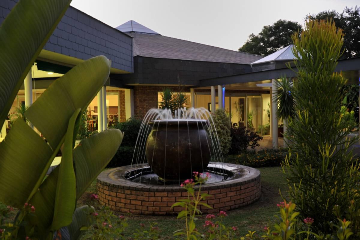 e-Tourism t/a SimplyTravel Cresta Lodge