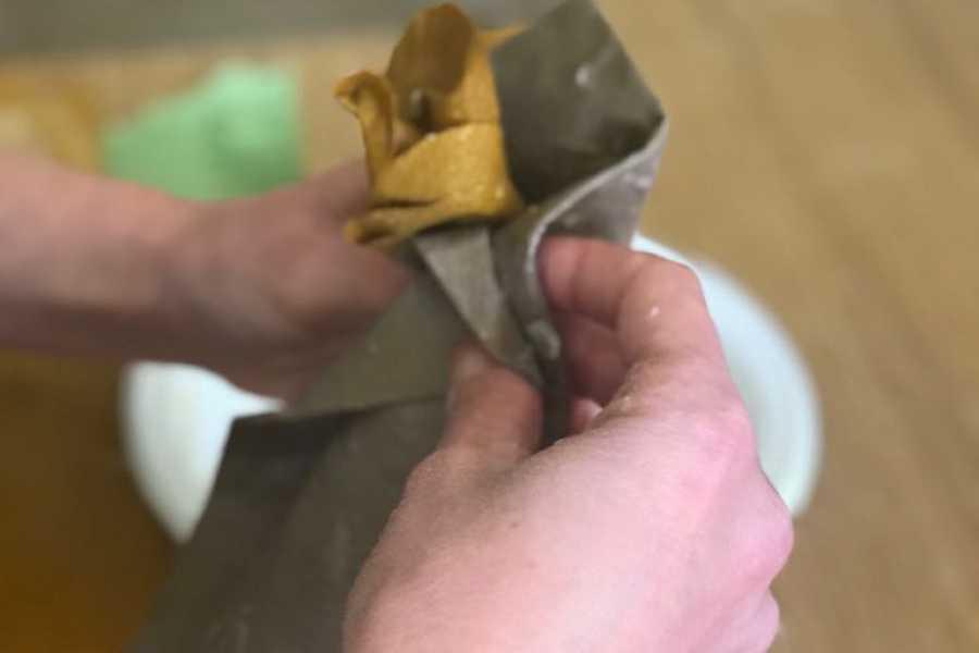Destination Apulia Learn how work the paper maché