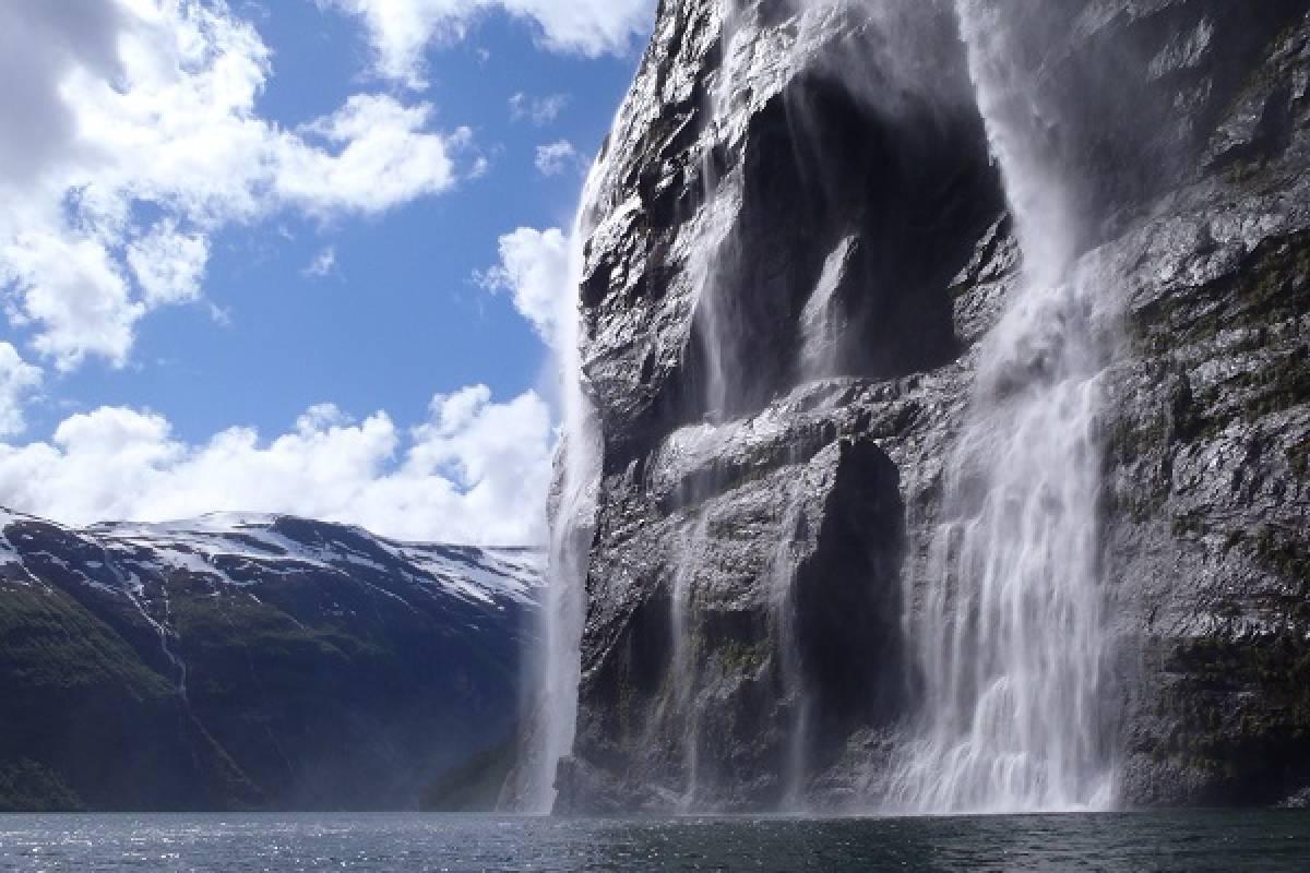 Kayak More Tomorrow 5-Days Sea Kayaking Norway's World-Famous Fjords