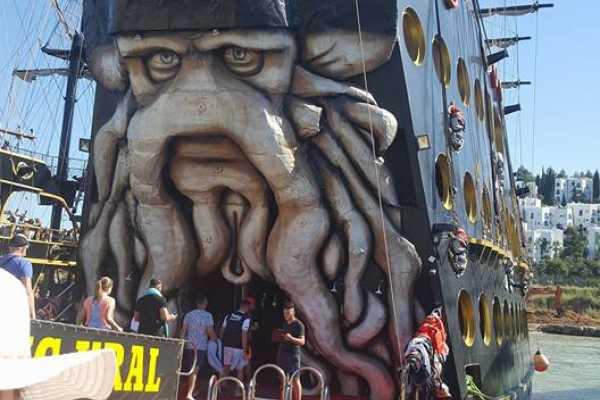 // Kral Pirates Boat