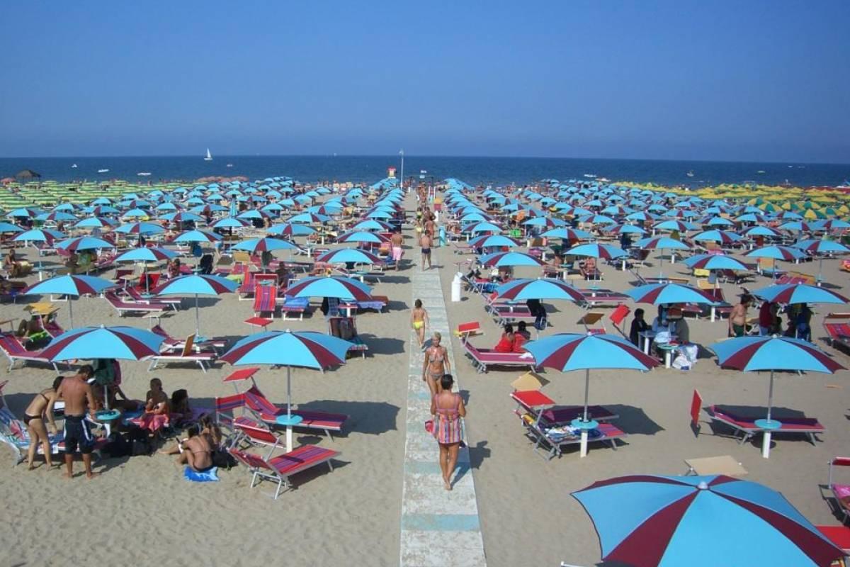 Italy on a Budget tours RIMINI & SAN MARINO - Beach & Party tour