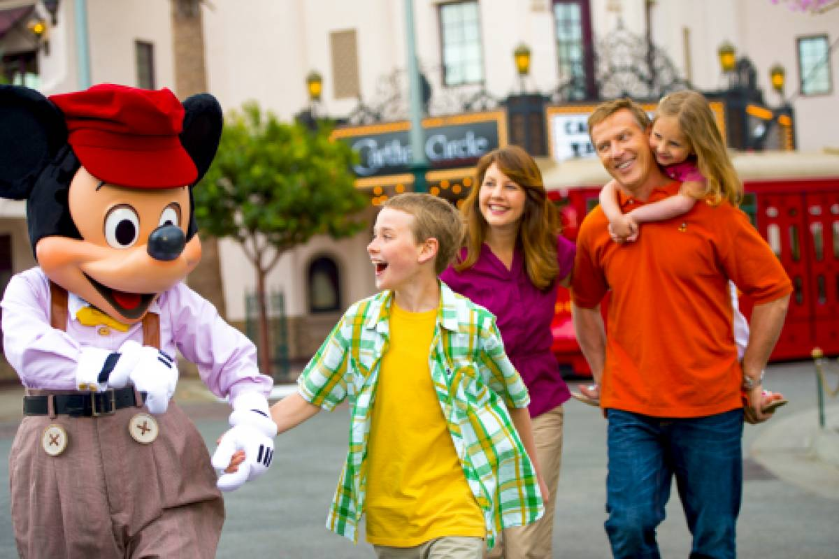 Dream Vacation Builders 4 Day Disneyland Resort 1 Park per Day Ticket