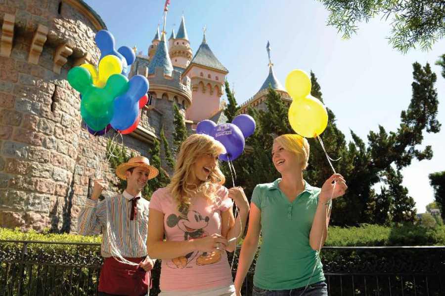 Dream Vacation Builders 4 Day Disneyland Resort Park Hopper Ticket