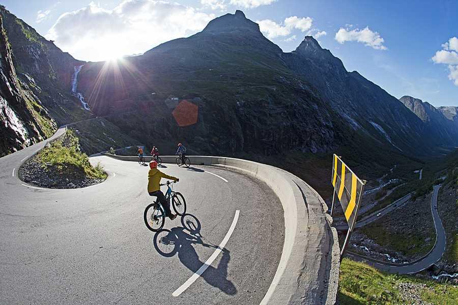 Hotel Aak Romsdalseggen Hike + Trollstigen Viewpoint