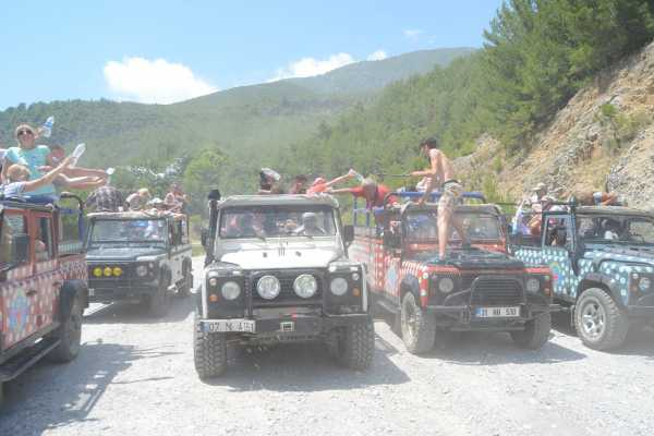 // Jeep Safari Lara
