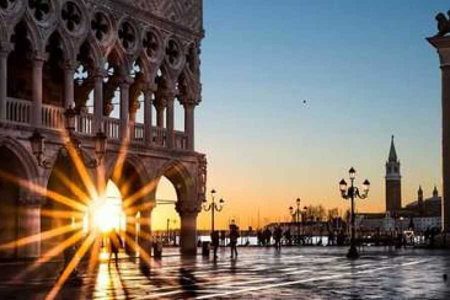 ACCORD Italy Smart Tours & Experiences GONDOLA TOUR  IN VENICE